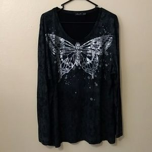 Acid wash looking butterfly shirt size 22/24